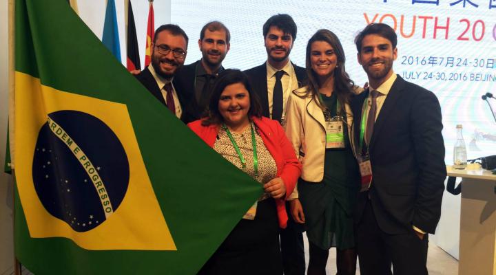 Delegação brasileira do Y20 com o diretor do Instituto Global Attitude (ao centro)
