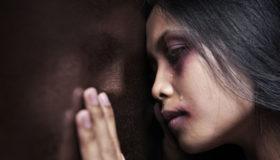 Em março e abril, 143 mulheres foram vítimas de feminicídio no Brasil