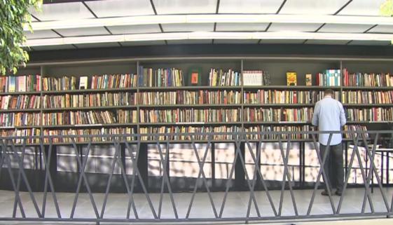 Biblioteca a céu aberto é inaugurada na Vila Mariana, em São Paulo