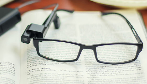 Unibes inaugura biblioteca que facilita leitura para pessoas cegas