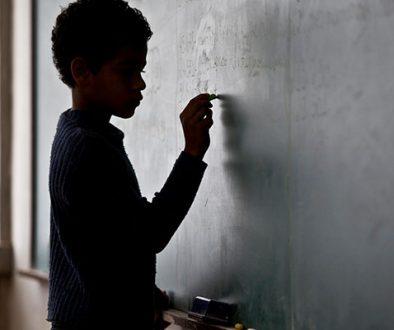 1 em cada 3 jovens de famílias pobres nunca frequentou a escola