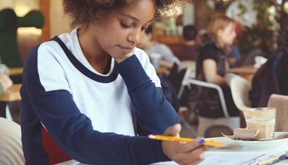 Fapcom promove curso gratuito de gramática e redação
