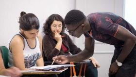 Refugiados promovem cursos online durante o isolamento social