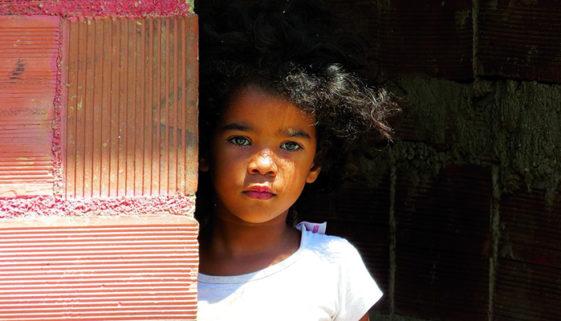 Exposição 'Aos Olhos Dela' retrata cotidiano do Complexo da Maré