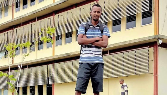 Pedreiro passa a estudar em faculdade que ajudou a construir