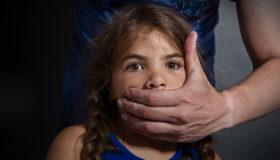 Quatro meninas de até 13 anos são vítimas de estupro a cada hora