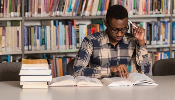 FAPCOM oferece aulas gratuitas de gramática e redação em SP