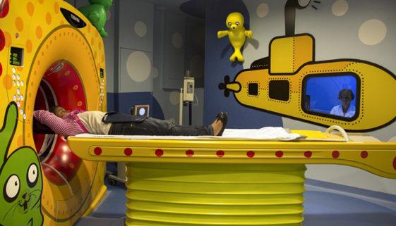"""Instituto transforma salas de exames e quimioterapia em """"aquários"""""""