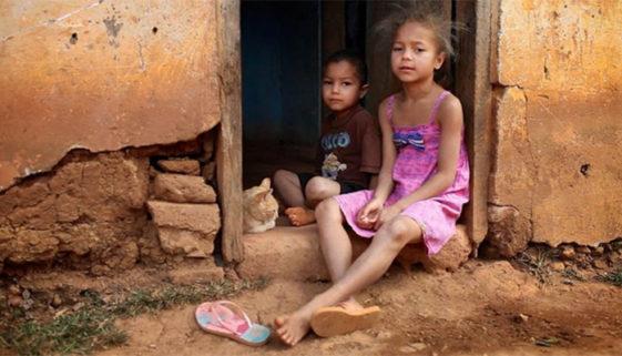 Brasil: 13,9 mil crianças e adolescentes não têm moradia, educação e água