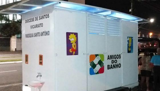 Projeto oferece banho e comida a pessoas em situação de rua em SP