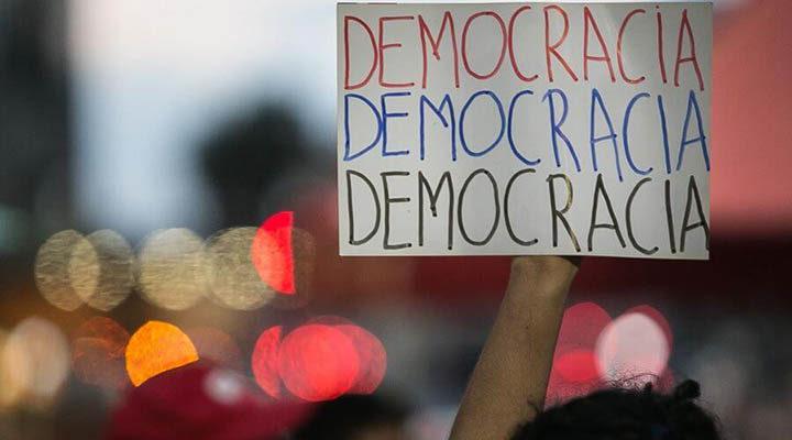 107 países perderam qualidades democráticas em 2019, diz estudo