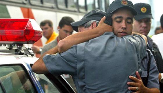 Mortes Ignoradas:  8 policiais todos os meses cometem suicídio no Brasil