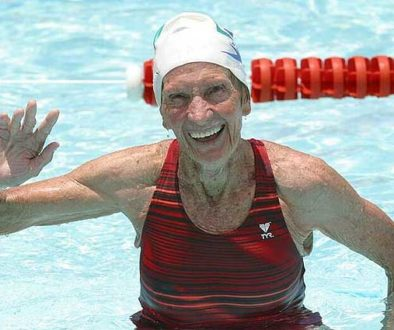 Ela treinava no rio Tietê e entrou para o Hall da Fama da natação