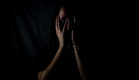 Cerca de 1,5 mil mulheres foram vítimas de importunação sexual no RJ