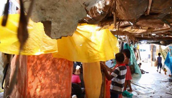 Jovem no Tocantins abre escola de lona para dar aulas de reforço