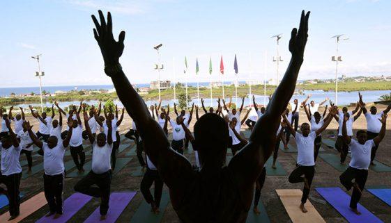 Para superar traumas da guerra, soldados fazem ioga no exército