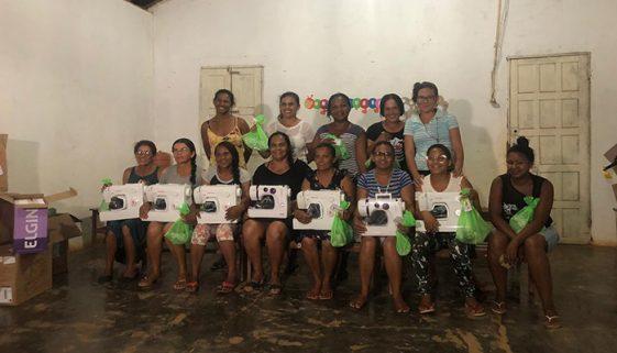 Mulheres do sertão baiano criam ateliê em busca de independência financeira