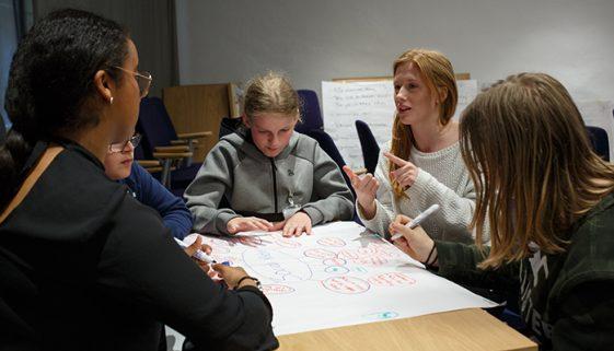 Projeto busca grupos de jovens para resolver problemas sociais