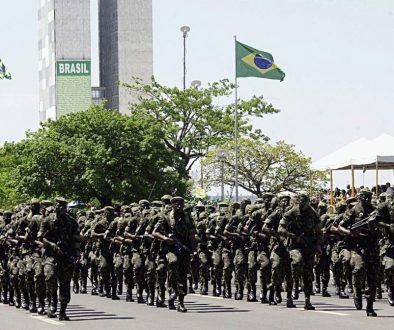 Filhas de militares receberam R$ 128 milhões de pensão em apenas 2 meses