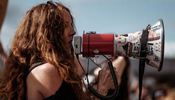 Edital busca projetos que lutem pelos direitos humanos no Brasil