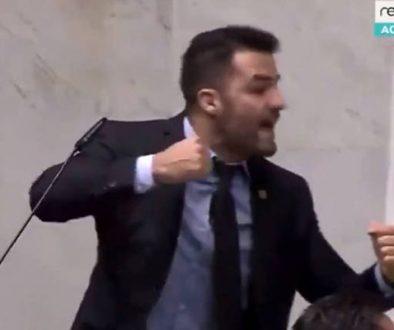 Deputados estaduais se agridem e adiam reforma da Previdência de SP