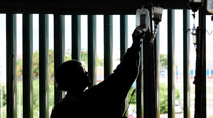Profissionais voluntários ajudam a desafogar rede pública de saúde