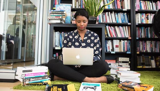 Edital do Instituto Legado oferece bolsas de MBA para mulheres negras