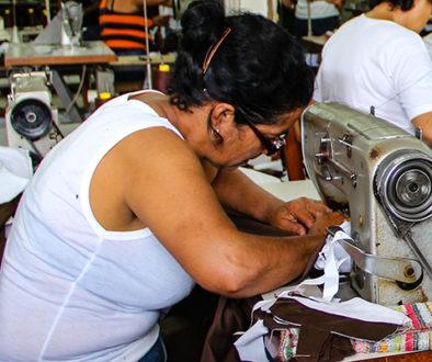 Costureiras criam rede de solidariedade no RJ em meio à pandemia
