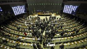 Povo paga: só em maio, foram gastos R$ 3 milhões em cotas parlamentares