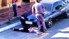 Policial pisa no pescoço de mulher negra de 51 anos, em São Paulo