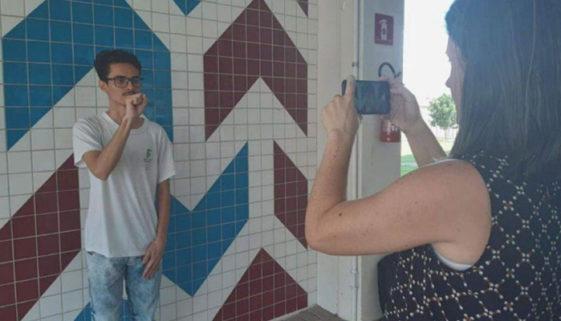 Estudante do PR cria aplicativo para ensinar matemática em Libras