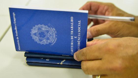 Mais da metade dos brasileiros estão desempregados, diz IBGE