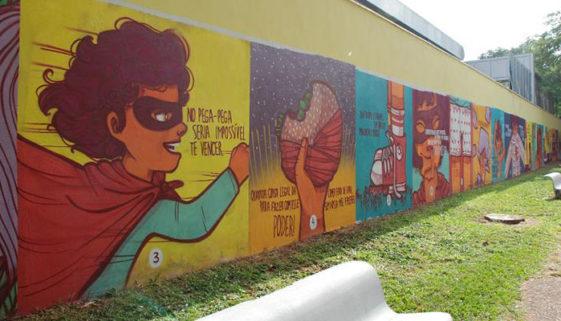 Projeto leva livros infantis para muros de ruas em Brasília