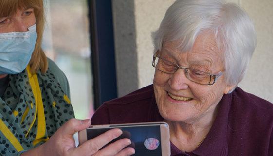 Projeto Velho Amigo promove serenatas online para idosos