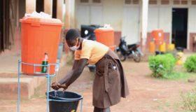 2 em cada 5 escolas no mundo não têm pia para crianças lavarem as mãos