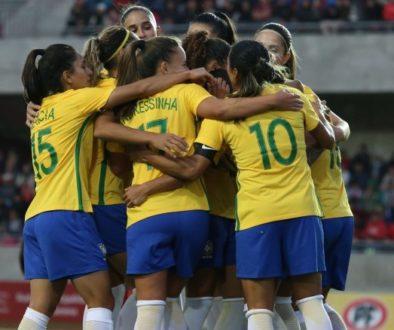 Até 1983, as mulheres eram proibidas por lei de jogar futebol no Brasil