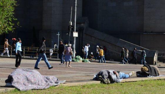 Frio mobiliza ONGs e governos para evitar mortes de moradores de rua