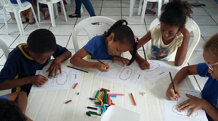 Itaú Social lança edital para redes de apoio a crianças e adolescentes