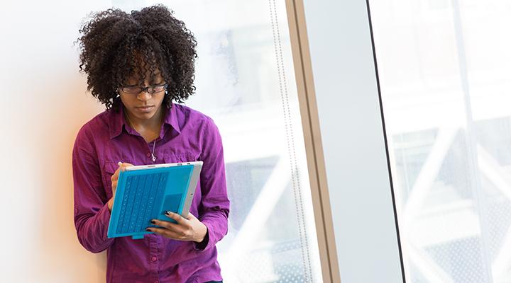 Diferença salarial entre homens brancos e mulheres negras chega a 159%