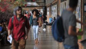 Universitários negros enfrentam obstáculos com o retorno às aulas online
