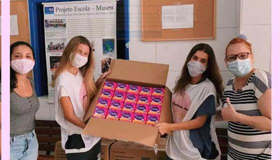 Projeto distribui absorventes gratuitos para meninas carentes do RJ